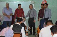 السيد عميد كلية الاثار في القاعات الامتحانية
