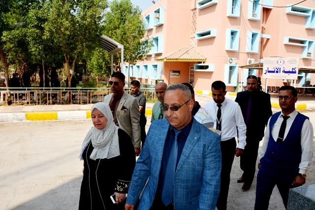 السيدة رئيس جامعة القادسية تزور كلية الأثار للأطلاع على الواقع الخدمي والعمراني