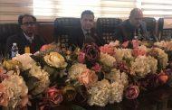 عميد كلية الاثار الاستاذ المساعد الدكتور محمد كامل روكان والاستاذ الدكتور عباس علي الحسيني في افتتاح برنامج BANUU