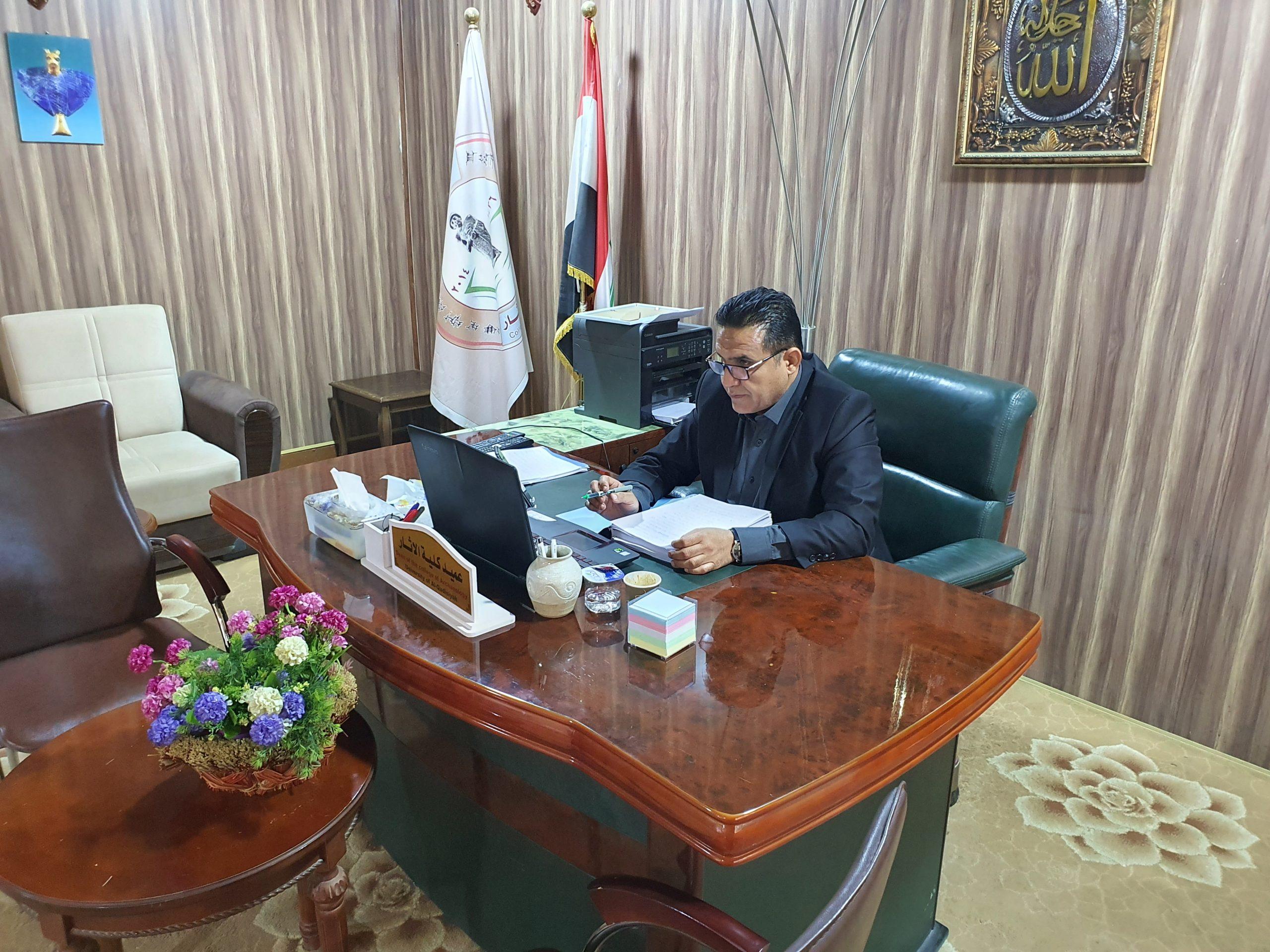 عميد كلية الاثار الاستاذ المساعد الدكتور محمد كامل روكان عضوا مناقشا في كلية الاثار جامعة الموصل