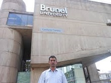 تدريسي من كلية الآداب يحصل على جائزة التميز العلمي في بريطانيا