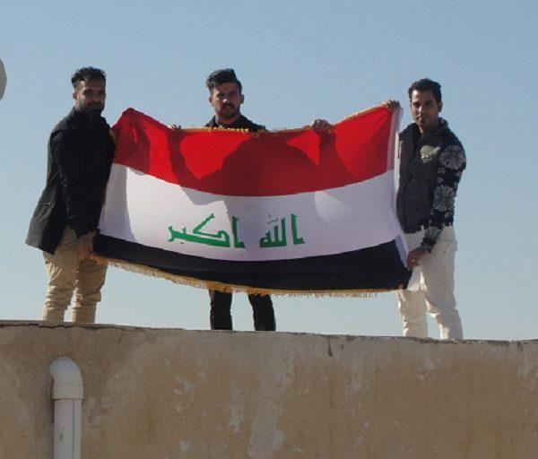 استبدال العلم العراقي القديم في كليتنا