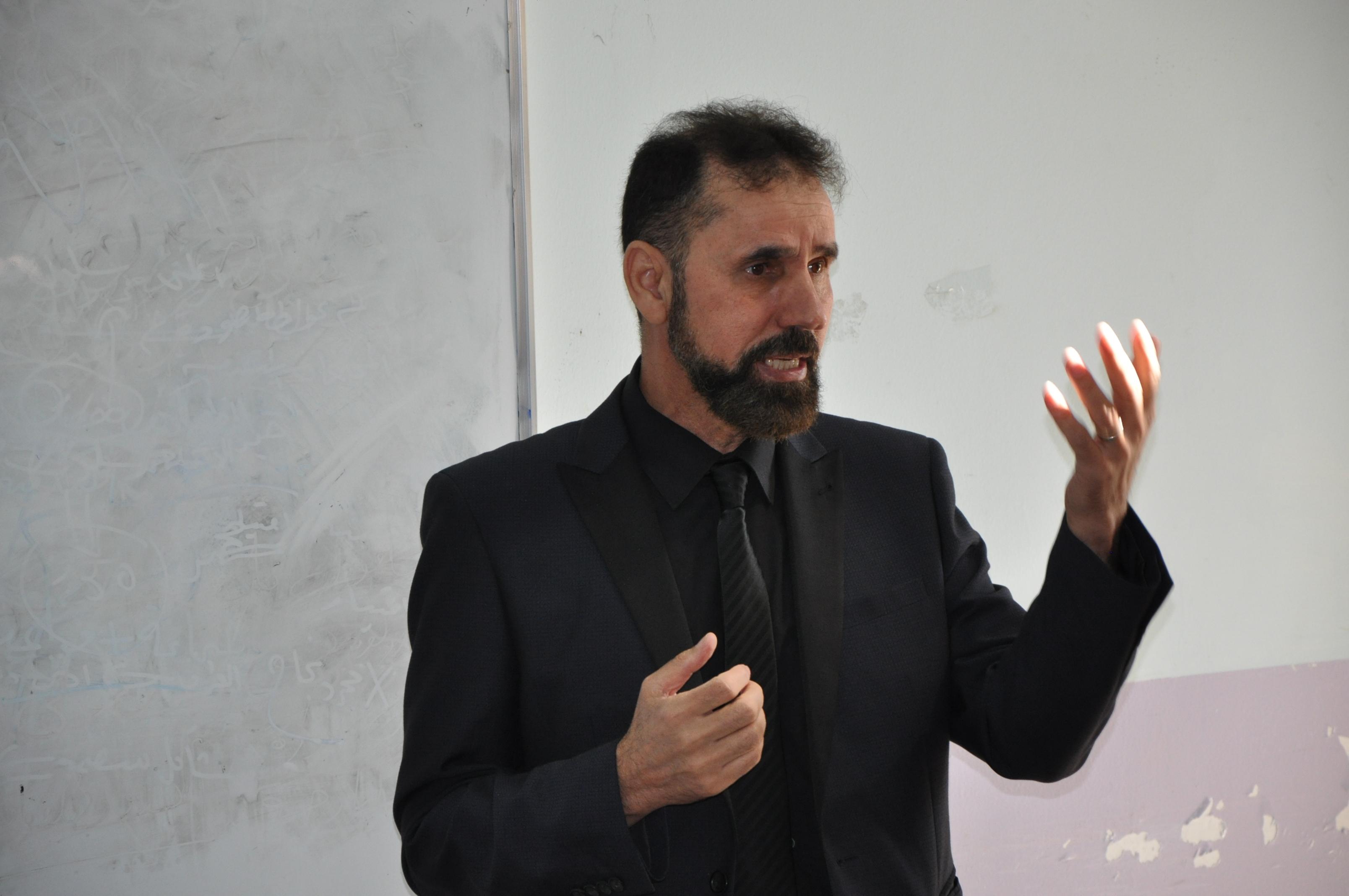 كلية الآداب بجامعة القادسية تقيم ورشة عمل بعنوان  النظرية والتنظير في العلوم الاجتماعية