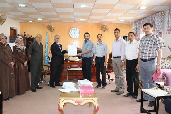 تهنئة من عميد الكلية الى  الدكتور ميران عبدالأمير  والدكتور مهند محمد بمناسبة ترقيتهم الى مرتبة أستاذ مساعد.
