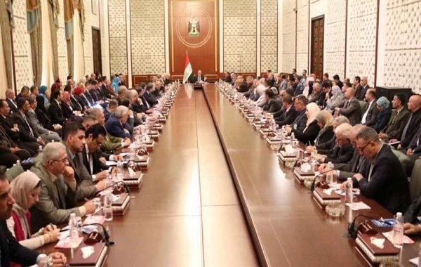 رئيس الوزراء يلتقي قيادات التعليم العالي ويحذر من استغلال الجامعات لمنابر سياسية وانتخابية
