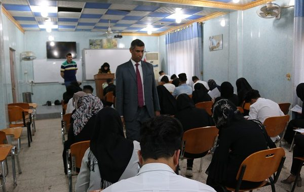 زيارة السيد عميد الكلية الأستاذ المساعد الدكتور محمد عبدالوهاب العسكري القاعات الامتحانية