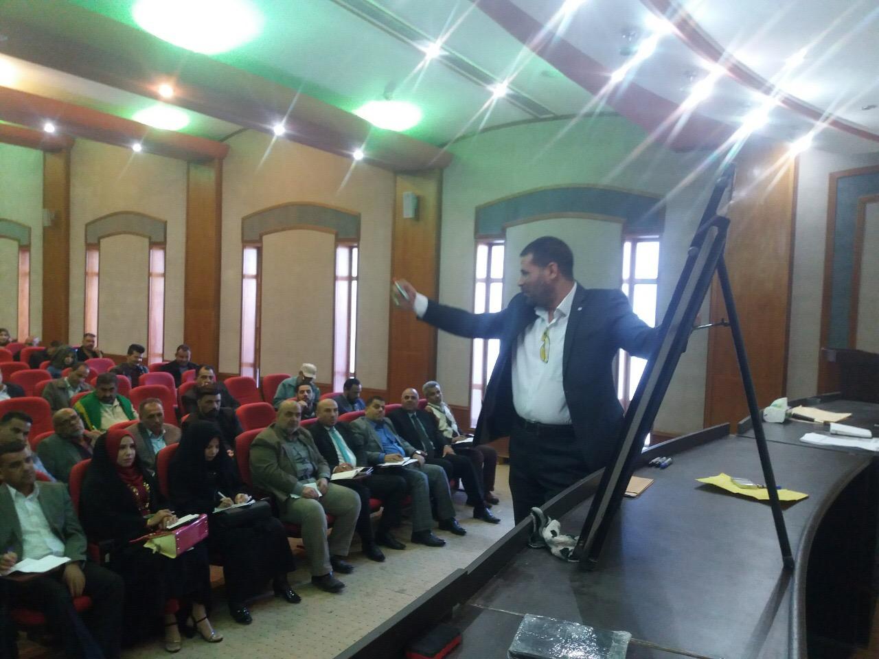 حاضر الاستاذ المساعد الدكتور حسام الزيادي بندوة في شعبة تطوير الملاك في ديوان المحافظة