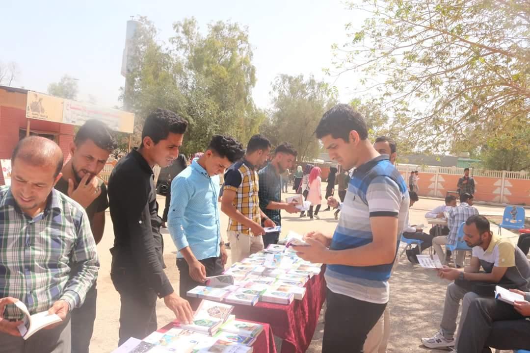 معرض كتاب في رحاب كلية التربية