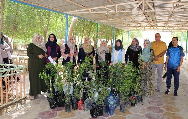 كلية التربية للبنات تشارك في الحملة التطوعية لتشجير حدائق الكلية