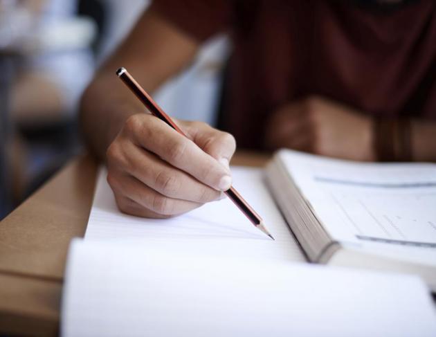 ورشة عمل حول معايير وضع الاسئلة الأمتحانية/قسم المواد