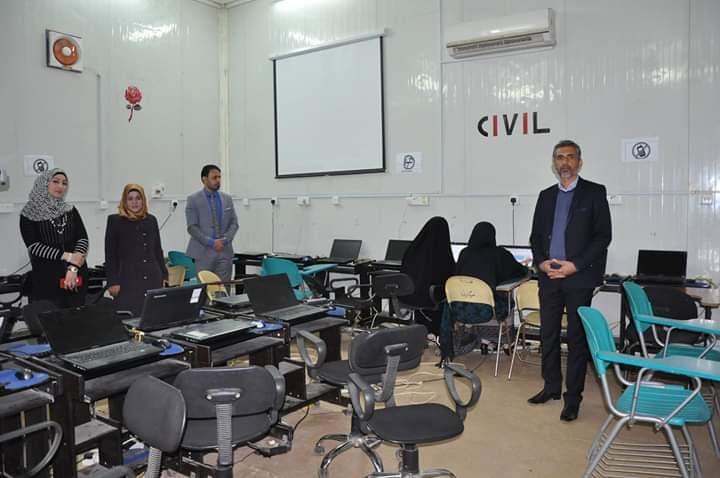 طلبة كلية التقانات يؤدون امتحان الحاسوب في مختبر كلية الهندسة
