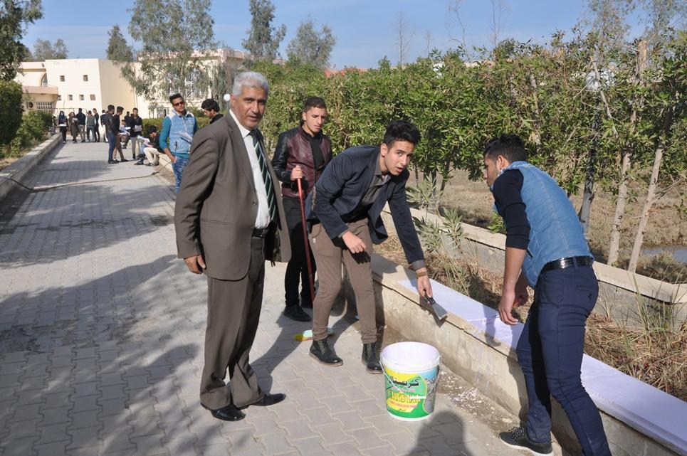 كلية العلوم في جامعة القادسية تنظم حملة تطوعية