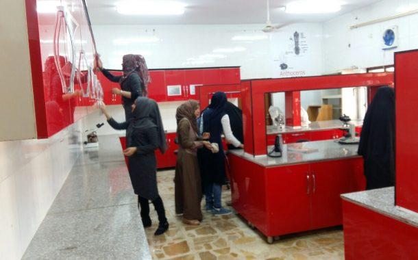حملة تطوعية في قسم علوم الحياة لتنظيف مختبرات القسم