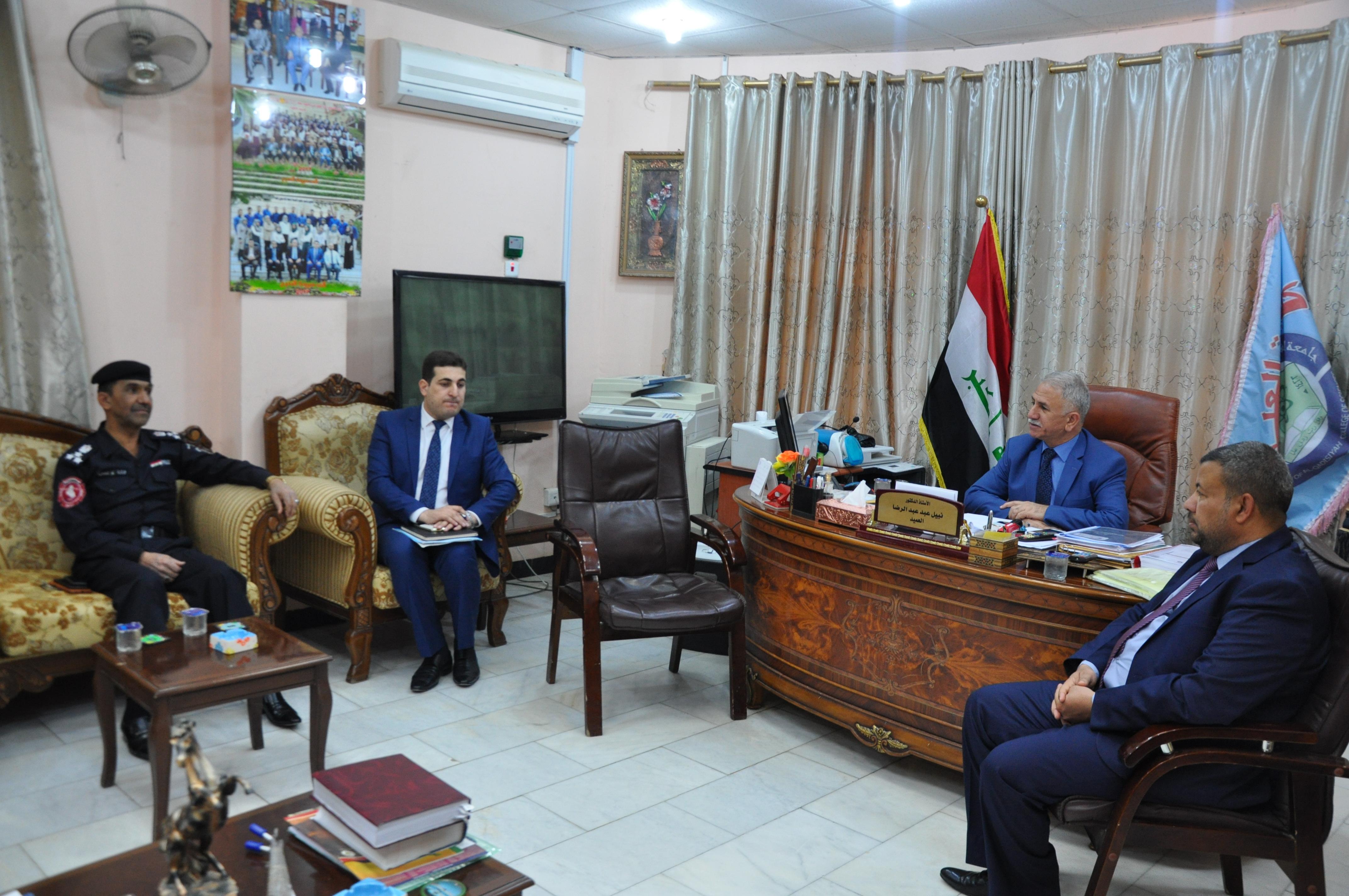 وفد من الدفاع المدني في محافظة الديوانية يزور كلية العلوم