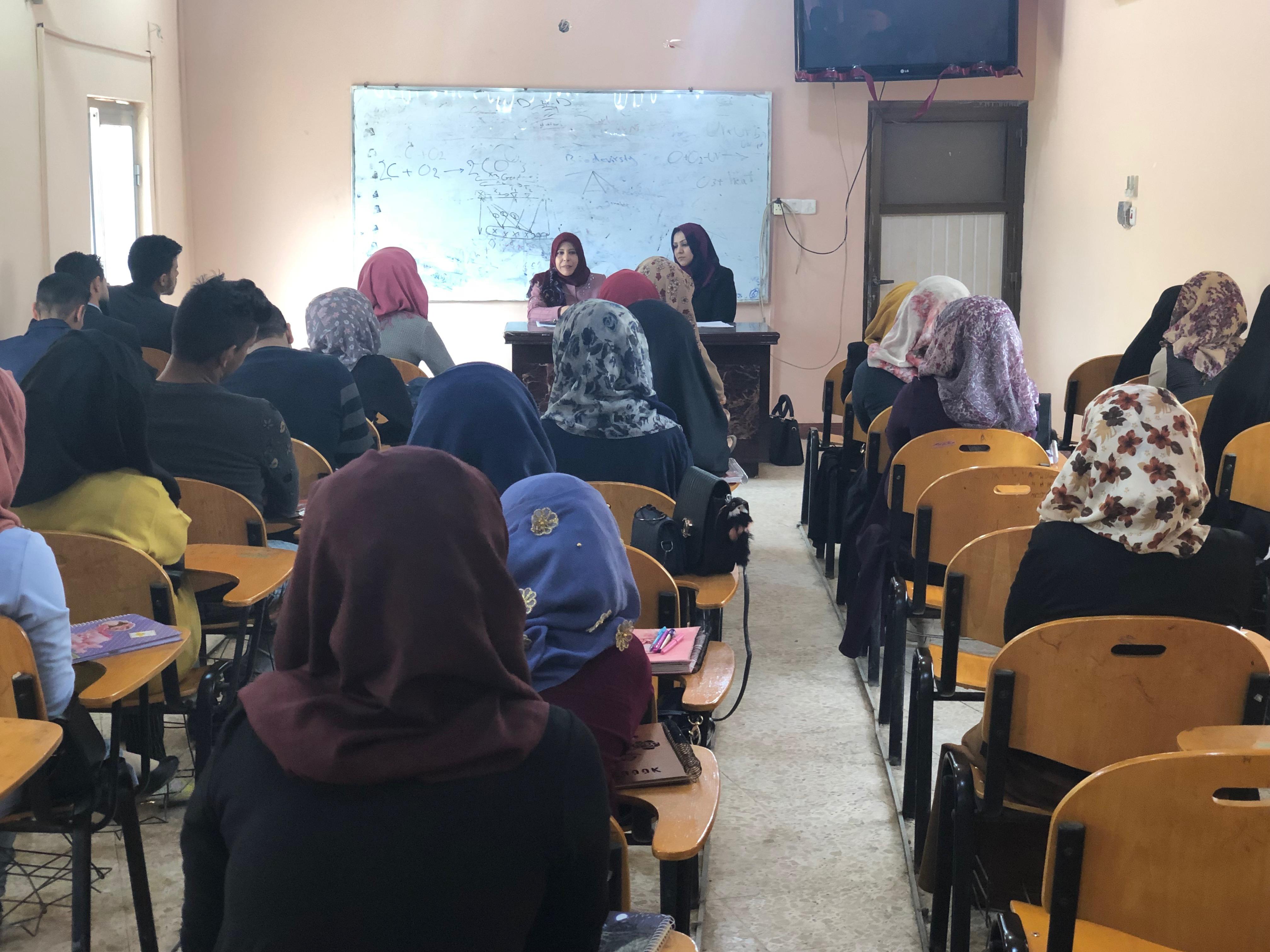 لجنة الارشاد التربوي في قسم البيئة/كلية العلوم تلتقي بطلبة القسم