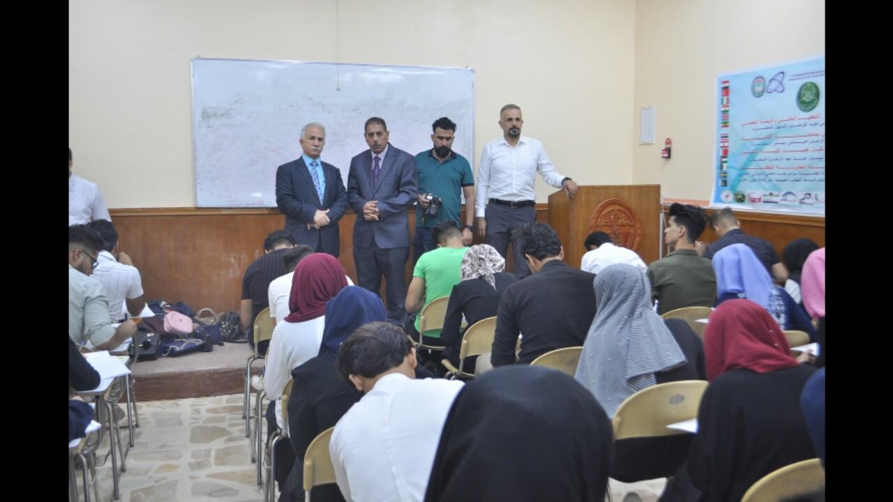 رئيس جامعة القادسية يتفقد سير الامتحانات النهائية في كلية العلوم