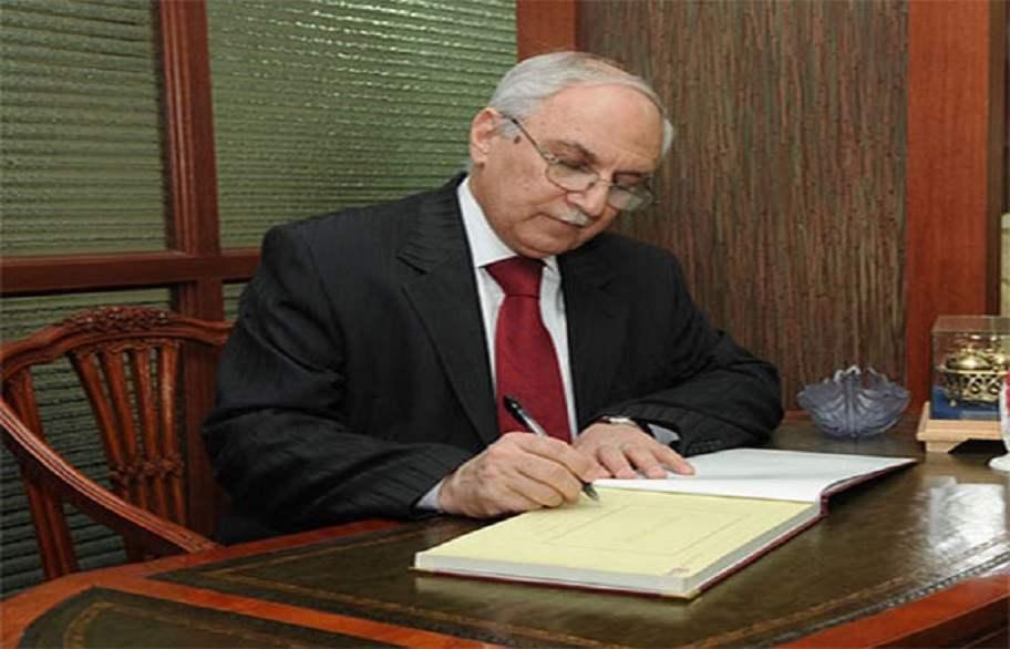 وزير التعليم يصدر توضيحا بشأن حملة الشهادات والخريجين الأوائل