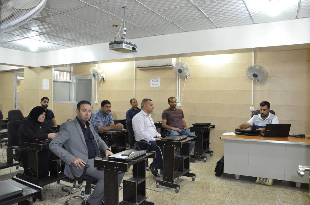 كلية الهندسة في جامعة القادسية تقيم دورة علمية عن برنامج السلامة والأمن للمختبرات الكيميائية