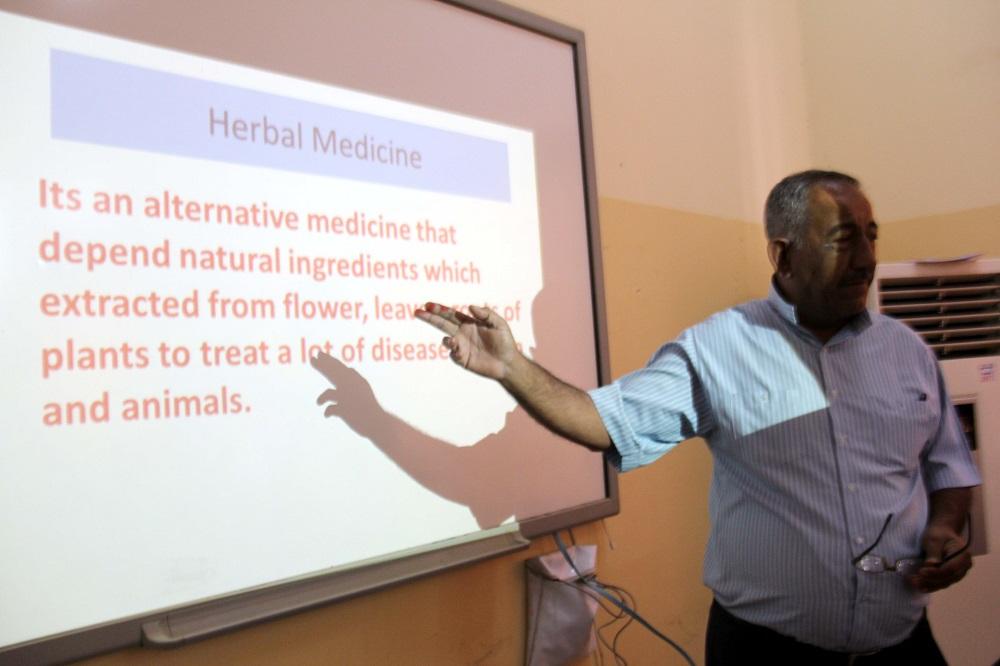 كلية الطب البيطري بجامعة القادسية تقيم حلقة نقاشية عن استخدام الأعشاب الطبية في الجراحة البيطرية
