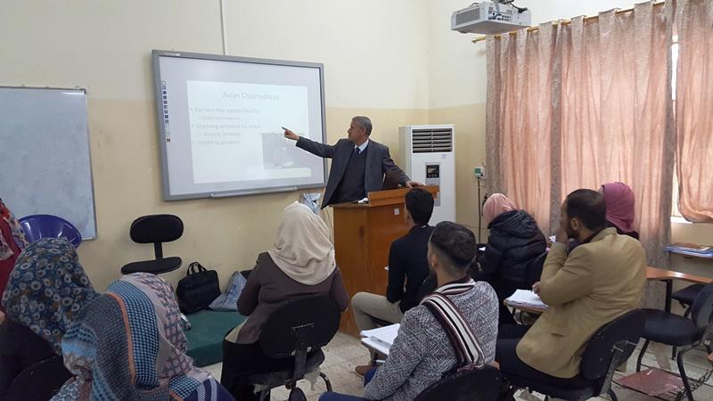 كلية الطب البيطري في جامعة القادسية تقيم دورة تدريبية عن امراض طيور الزينة وطرق علاجها