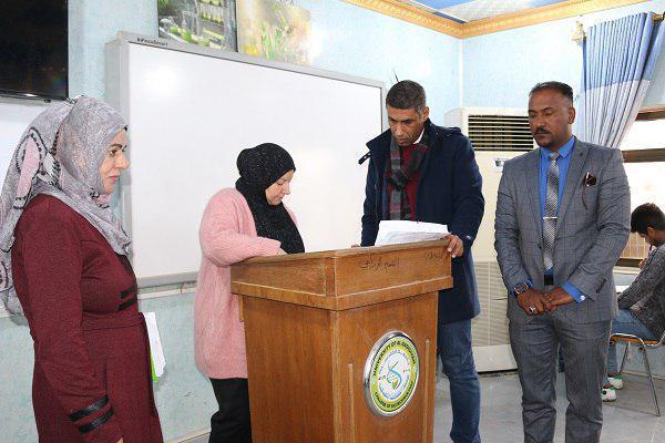 رئيس جامعة القادسية يتفقد سير الامتحانات في كلية التقانات الاحيائية