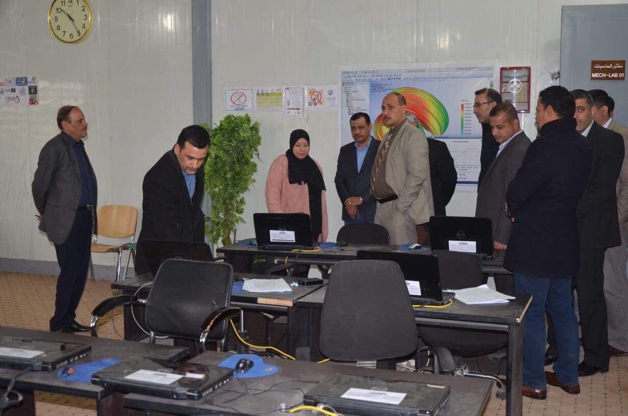 رئيس جامعة القادسية يزور كليتي الهندسة والاثار للاطلاع على سير الامتحانات