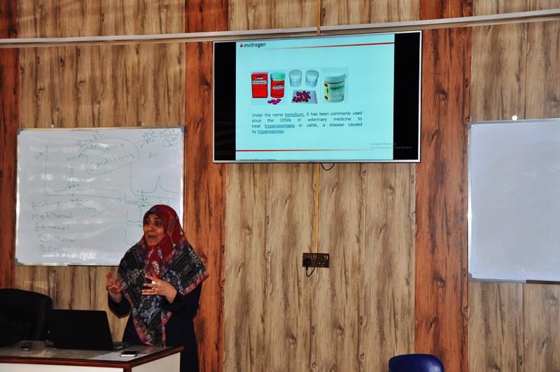 كلية العلوم في جامعة القادسية تقيم محاضرة توعوية حول مخاطر الاثيديوم برومايد والصبغات البديلة