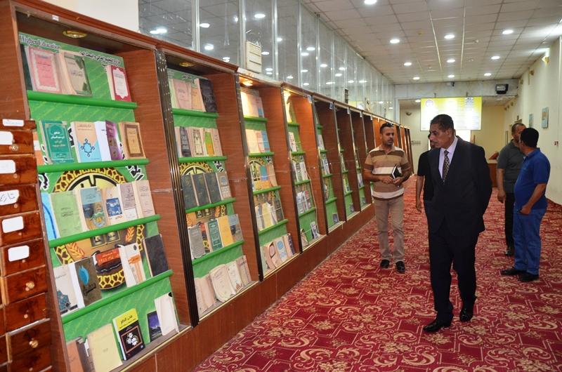 رئيس جامعة القادسية الاستاذ الدكتور كاظم جبر الجبوري يتفقد المكتبة المركزية بالجامعة