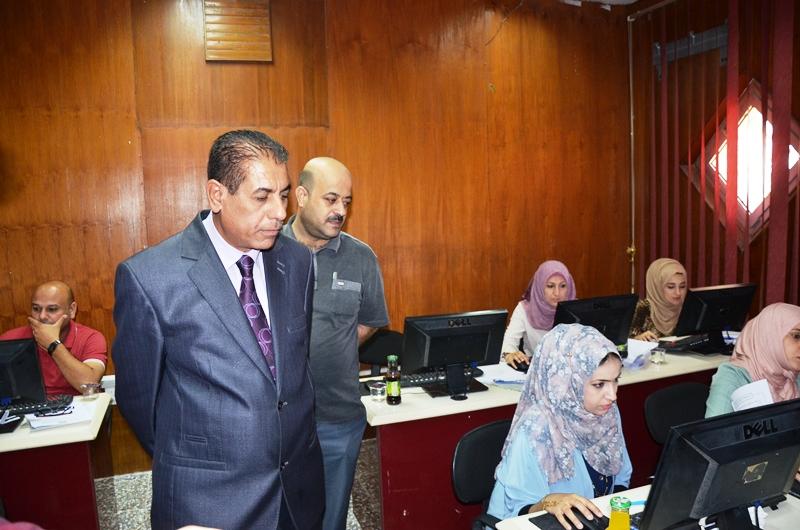رئيس جامعة القادسية الاستاذ الدكتور كاظم الجبوري يتفقد القاعات الامتحانية للامتحان التنافسي الالكتروني والورقي لطلبة الدراسات العليا