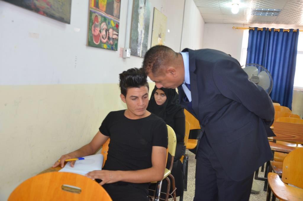 رئيس جامعة القادسية يتفقد القاعات الامتحانية الدور الثاني في كلية الجميلة