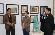 السيد عميد كلية الاثار يتحاور مع عدد من التدريسيين الشباب حول الاثار والفنون