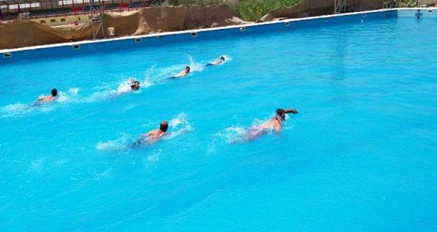قسم النشاطات الطلابية في جامعة القادسية ينظم بطولة السباحة لأساتذة وموظفي الجامعة