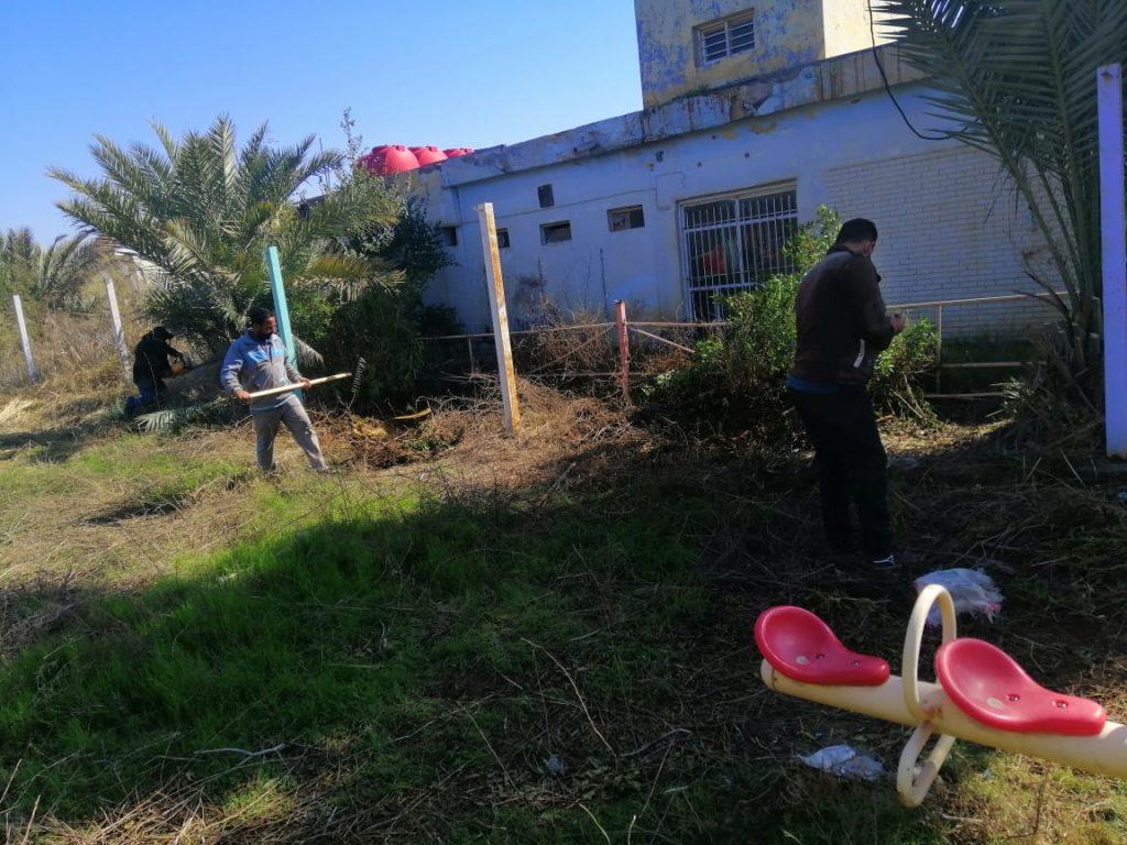 جامعة القادسية تنظم حملة لتأهيل الحدائق العامة في المركز الثقافي في الجامعة