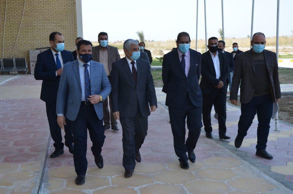 وفد لجنة متابعة تنفيذ المشاريع في جامعة القادسية يطلع على المشاريع التي تحتاجها كلية القانون