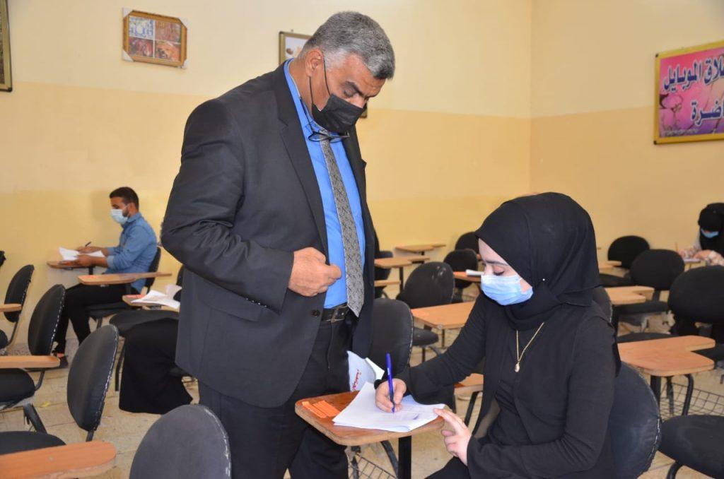 لجنة متابعة سير الامتحانات النهائية الحضورية في جامعة القادسية تزور كلية الطب البيطري