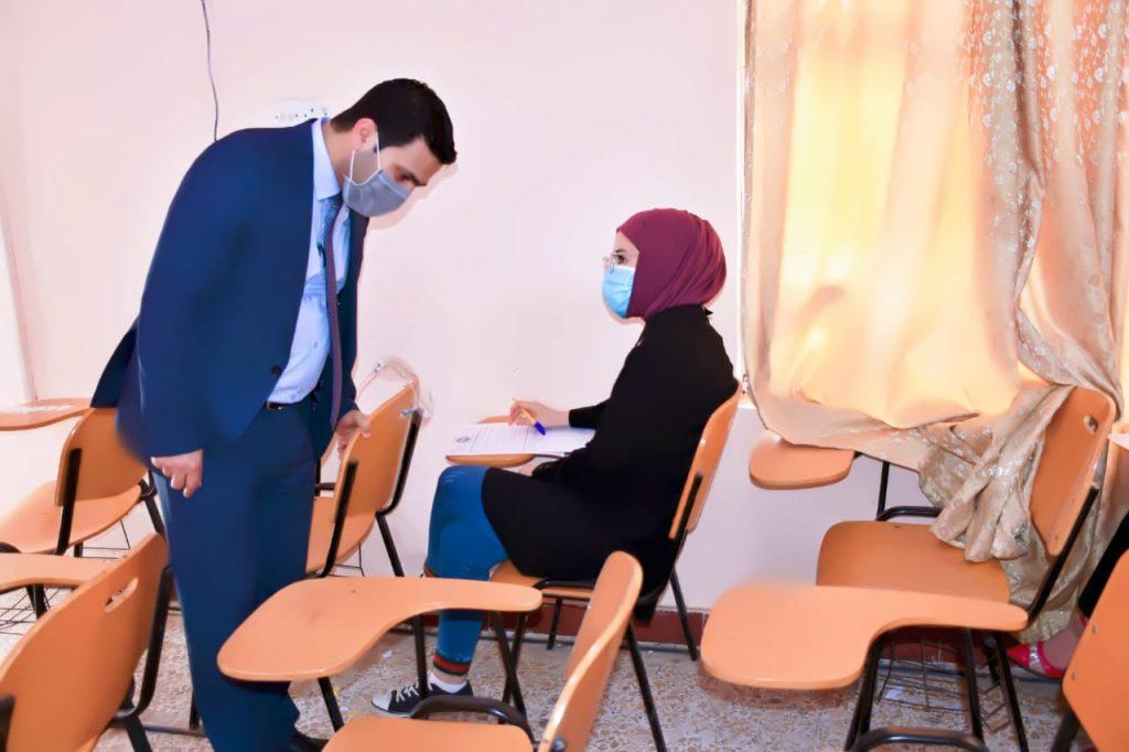 عميد كلية العلوم في جامعة القادسية يتفقد سير الامتحانات الحضورية للدراسات الاولية