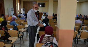 عميد كلية طب الأسنان في جامعة القادسية يتفقد سير الامتحانات الحضورية