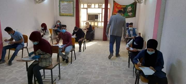 طلبة كلية التربية في جامعة القادسية يؤدون امتحاناتهم حضوريا