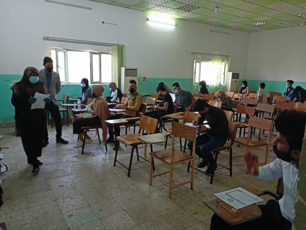 طلبة كلية علوم الحاسوب وتكنولوجيا المعلومات في جامعة القادسية يؤدون امتحاناتهم حضوريا