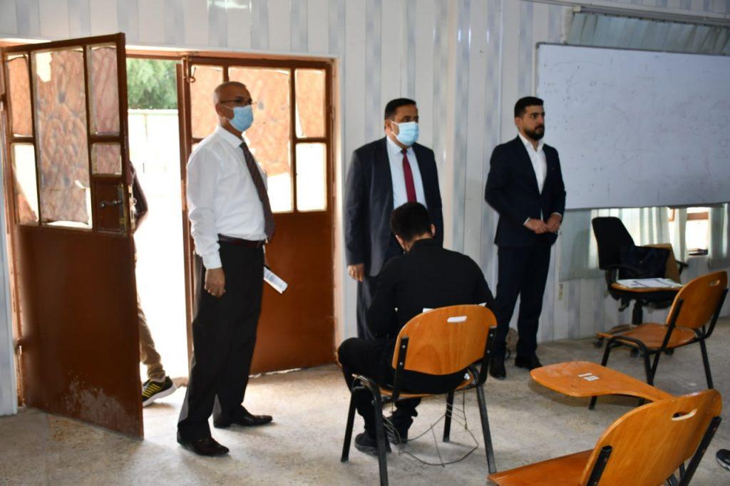 عميد كلية الزراعة في جامعة القادسية يتابع سير الامتحانات الحضورية للفصل الدراسي الأول