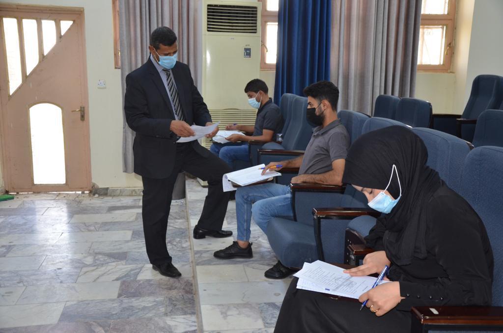 تواصل اداء الامتحانات النهائية الحضورية والالكترونية في كليات جامعة القادسية