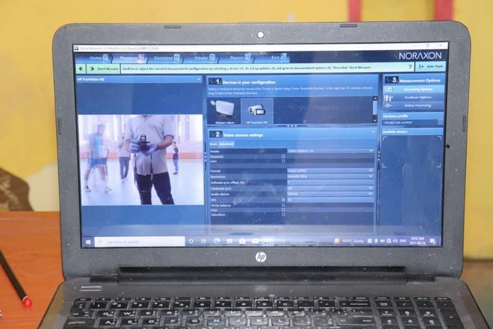مختبرات كلية التربية البدنية وعلوم الرياضة بجامعة القادسية تجري تجربة علمية